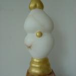 Vrouwelijke sensualiteit, opgebouwd uit drie harten, albast.